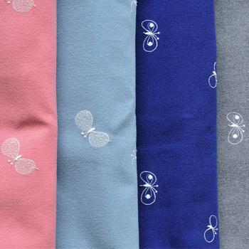 カラーは4色、繊細な柄と優しい色合いです。