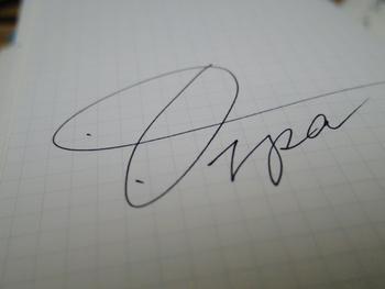 万年筆の魅力は「力を入れずに、滑らせるように文字が書ける」という点にあります。