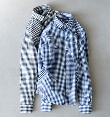 清潔感のある細かいギンガムチェックシャツは、襟と裾が丸みを帯びたデザインで、かわいらしさもプラス♪1枚は持っていたい定番アイテムです。