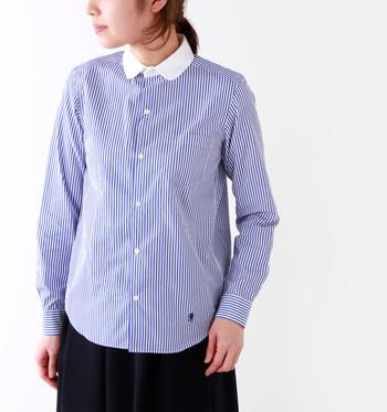 まるでスクールガールのように清楚なストライプシャツ。白いラウンドカラーがポイントです♪左胸にはポケット付き。