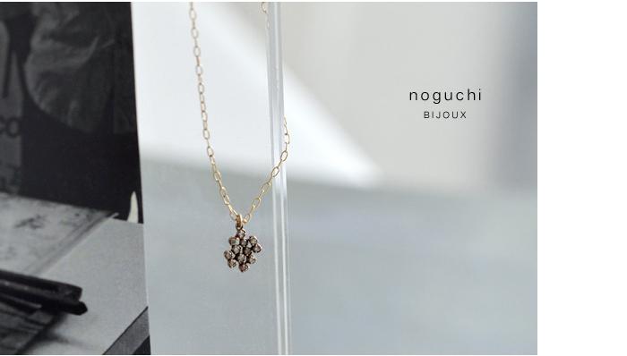 ホワイトダイヤモンドを贅沢に12粒使ったネックレス。 小粒のダイヤを丸くつなげて配置し、それぞれの小さな輝きを楽しめます。