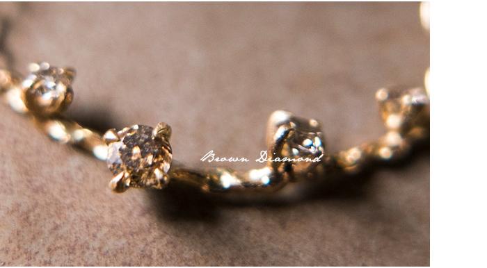 【素材】noguchiでよく使われているブラウンダイヤモンド。 ブラウンダイヤモンドはトーンが低く、奥深い色味で、日本人の肌になじみやすいカラーです。