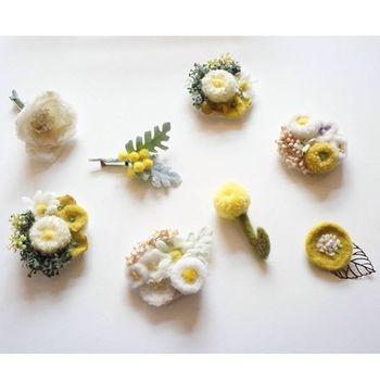 ミモザやポピー、デイジー…咲き誇る、たくさんのお花たち!見ているだけで、ほっこりしあわせな気分になりますよね。このお花たちは、「feltico(フェルティコ)」のハンドメイド作品です。