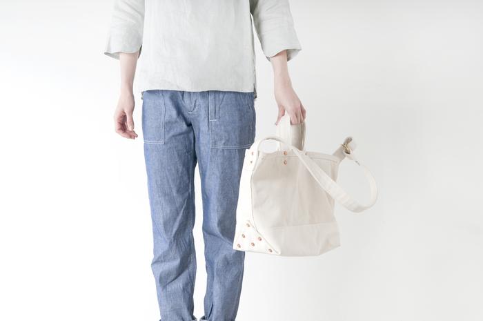 旅行やママのお出かけに大活躍。丈夫でシンプルな斜めがけバッグをあなたの相棒に