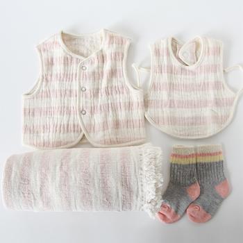 使うほど馴染んでくる、スラブガーゼのセット商品。肌触りだけではなく、デザインもシンプルで長く使えそうなところが、出産祝いにも喜ばれそうです。