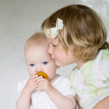 生まれてきた赤ちゃんには、安心できるものを使わせてあげたいですね。そんな気持ちに寄り添った商品を出産祝いに選んでみては?