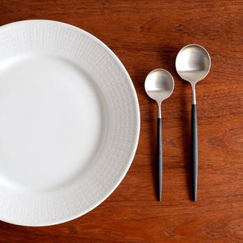 料理をすくいやすく考えられたスプーンや、絶妙なカーブと刃先で刺す力が伝わりやすいフォークなど。種類も豊富にあり、自分にピッタリなものを探すことが出来ます。また使い勝手の良さは食卓の上だけではありません。木製のものに比べて乾きも早いので、デイリーにどんどん使えるシリーズです。