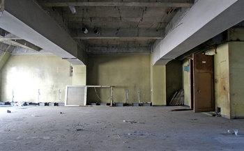 なんにもないガラーンとした部屋。ここがゆくい堂の手によって徐々に生まれ変わっていきます。この写真を見るとおしゃれな空間になるなんて想像できませんね。