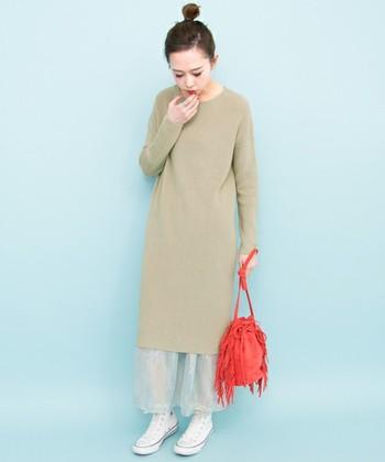 ミディアム丈なら一枚でもレイヤードスタイルでも着回せて、着こなしの幅が広がります。