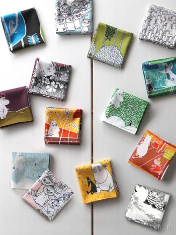テキスタイルデザイナーである鈴木マサル氏が絵柄を手がけたムーミンのハンカチ。 どれも物語を感じさせるものばかりで、バッグから取り出して使うたびに、楽しい気持ちになりそうです。
