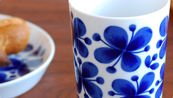 憧れのヴィンテージの復刻版。美しい花模様のMon Amie(モナミ)を食卓に。
