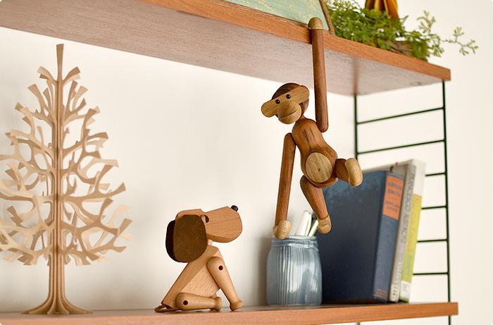 木製のあたたかみが感じられるオブジェを机の脇に置いてみませんか?読書や、作業の合間にふと目にすると、きっと思わず頬が緩んで、癒しを与えてくれますよ。