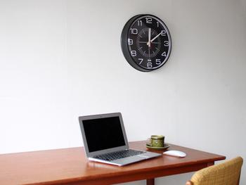 クオリティの高い時計を生産するため1970年の設立以来、MADE IN U.S.A.を貫くFRANKLIN INSTRUMENT COMPANY社の製品は、シンプルでどこか懐かしさを感じさせるデザインが特徴です。そのデザイン性とクオリティが認められ、アメリカの学校や病院など公共施設や行政機関で使われています。