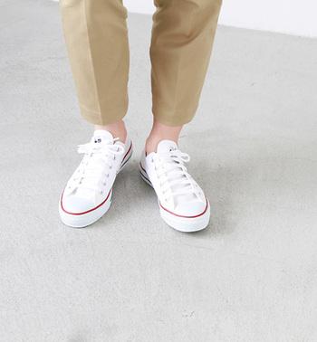 「コンバースのオールスターを1足は持っている!」という方も多いのではないでしょうか? 1917年の登場以来、世界中の色んな年代から愛される王道スニーカー。カジュアルファッションには欠かせませんね♪