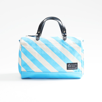 小ぶりなサイズだからちょっと冒険して明るめの色をチョイスするのもいいかも。春先のちょっとしたお出かけに持っていきたくなるバッグです。