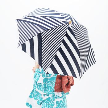 斬新で思い切った柄は、どこかモダンで現代的。不思議と着物や浴衣にもマッチします。