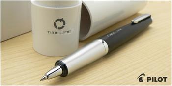 こちらのボールペンの面白い点は、ペン先だけでなく口金部分まで収納されてしまうというデザインにあります。