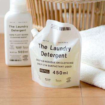 便利な詰め替え用もあります。パッケージもお洒落なので、洗濯機周りのインテリアとしても◎優しいラベンダーの香りで、憂鬱なお洗濯も楽しくなりますよ。
