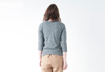襟ぐり・袖丈・着丈、考え抜かれた絶妙なライン。着た人にしか分からない、優しい着心地。一度着ると手放せなくなりますよ。
