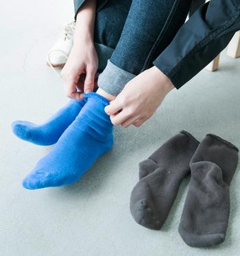 オーガニック糸を使用して、ゆったりとした縫製で作られた靴下はノンストレスな履き心地。くしゅっとたるませたり、ピンと伸ばして履いたりと、表情も豊かです。
