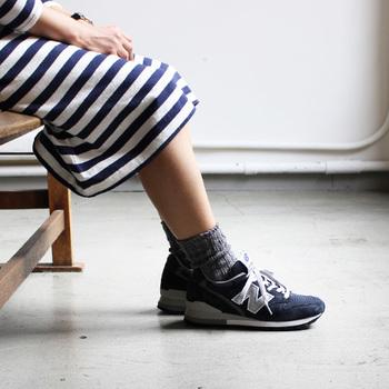落ち着いたカラーバリエーション。スカートやショートパンツと合わせてもカジュアルすぎず落ち着いた印象に。