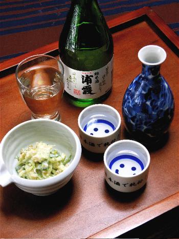 きゅうりをわさび漬けで和えたおつまみはまさに大人のお花見にぴったりです。お花を眺めながら日本酒と共にちびちびと味わいたい一品ですね。