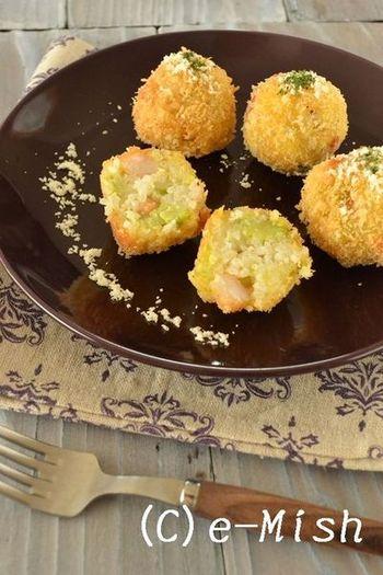 エビとそら豆のリゾットを丸めてコロッケボールに。彩りもきれいなコロッケボールなので半分に切ってお弁当にも。