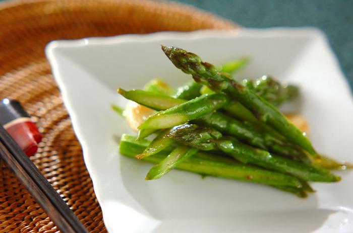 ニンニクの香りが食欲をそそる中華炒めレシピは、ごはんのお供にもおつまみにも重宝しそう。