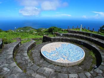 尾山展望公園からは、晴れていれば八丈島の島影も見えることがあります。