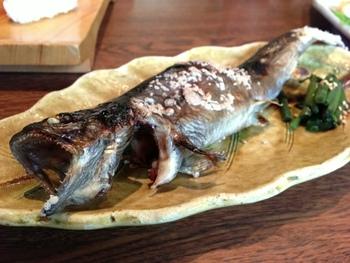 五箇山では清流に住む淡水魚、岩魚を食べることができます。定番料理の塩焼きは五箇山を訪れたら必ず食べたい一品です。
