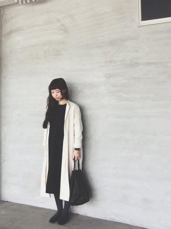 オールブラックでシックなスタイルに、白のロングコートを取り入れて春らしく。春だからといってすべてのアイテムを明るい色にしなくても、ポイント使いでこんなにも春らしくなります。