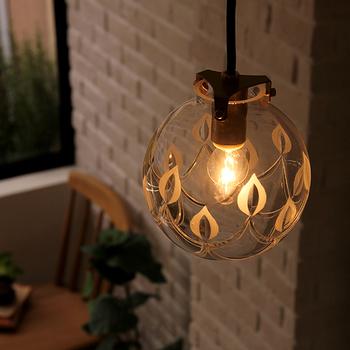 切子でシャンデリアを表現したペンダントライトです。明かりをつけていない時でも、キラキラしてキレイ!お部屋が幻想的になりますよ。