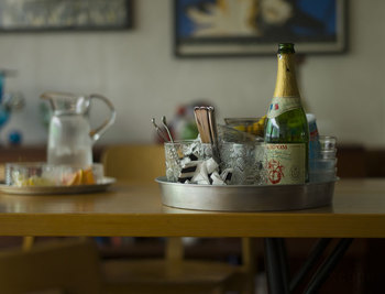 アイスペールやグラス、お好きなお酒をなどをのせて、旦那さんやお父さんの晩酌用アルコールセットとして使うのもおすすめですよ。