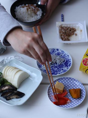 取り皿としてはもちろん、お漬物やお惣菜、和菓子など、和食・洋食どんなお料理にも合わせやすいのが◎少し深さもあるのでお醤油を入れてもいいかも。