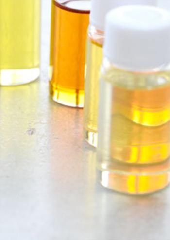 オイルには自然抽出油を100%使用。さまざまな香りをブレンドした、5種類の香りの中から選ぶことができます。