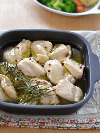 お手頃価格の鶏胸肉がしっとりやわらか! なんと15分で出来ちゃいますよ。メイン料理を煮込んでいる間に…等、空き時間を利用して作れそうです。