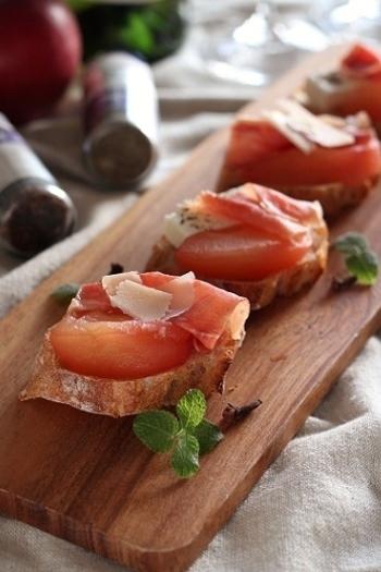 林檎の酸味が爽やかに香るタルティーヌは、オシャレな前菜にも◎