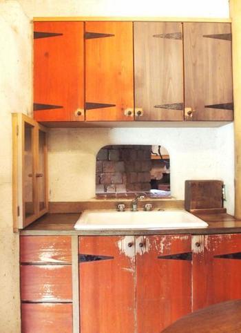 家の中も、古い家を再現したような雰囲気になっています。こちらはキッチン。