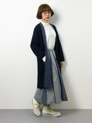 カジュアルスタイルにさっと羽織るだけで、大人の女性らしい柔らかさも醸し出せてとっても便利なアイテムなんです。