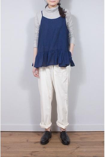 ゆったりめのサイジングでこなれ感のあるレイヤードスタイルが実現できる1枚。裾部分のやわらかなドレープが素敵です。ホワイトデニムと合わせたり、少しタイトなスカートと合わせてもかわいいですね♡