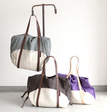 ■mormyrus│リネンウォッシュショルダートートバッグ  くたっとした柔らかなリネン素材と、表情豊かな配色が魅力のトートバッグ。 口が大きく開くので奥の物を取り出しやすく、マチもあるため、たっぷり荷物が入ります。 入れ口部分を中に折り返して使うことで、二通りのシルエットが楽しめるのもポイントです。