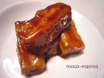 冷凍豆腐の水気をしっかり切って、片栗粉をまぶしたら照り焼きに。噛めば噛むほどお肉のような食感を感じることができるはず。