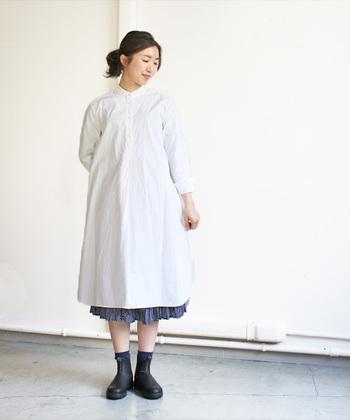 スカートとも相性抜群!スカートと合わせる時は丈感に気を付けると◎ 足元にかけて広がっていく台形スタイルで小顔効果も♪