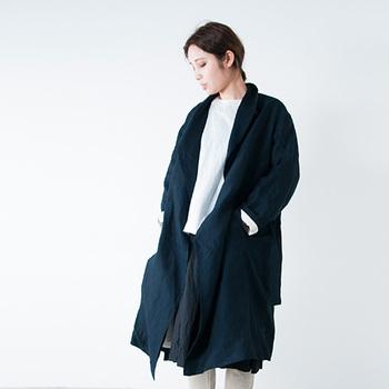 国産ブランドのR&D.M.Co- (オールドマンズテーラー)の上質なリネンコートも、いつか自分の娘に譲るんだと考えると、一層大事に着ようと思いますよね。美しい染めのリネンは、経年して自分の色にしていきたい一品です。