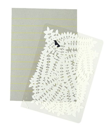 メッセージをイラストで隠して送れるポストカード。そのまま飾っておきたくなるようなおしゃれなデザインで、お手紙をもらった喜びが倍になりそう。