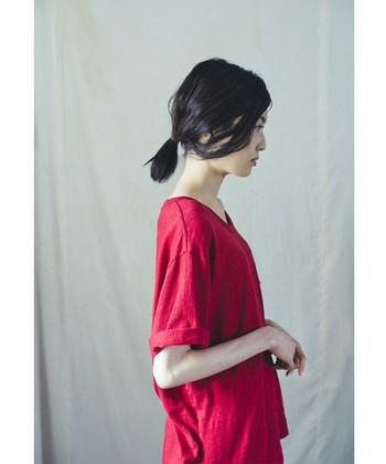 ちょっぴり長めの袖は、そのままはもちろんロールアップしても、こなれ感があって素敵です。