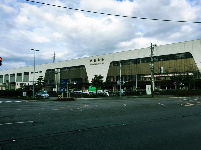 鍛冶の町・燕三条の玄関口である「燕三条駅」。曽根さんが守りたい日本の伝統文化が息づいている町です