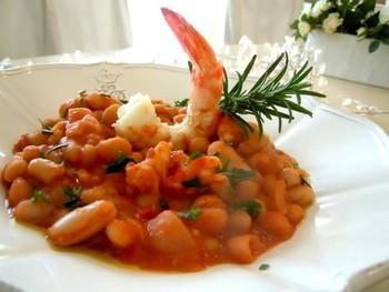 エビのスープがコク深い、インパクトのある一品。盛り付けの工夫も、プロっぽい!