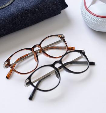 誰でも取り入れやすい眼鏡だから、色違いで揃えてみるのもいいですね。