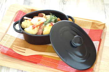 素材を炒め、マヨネーズソースをからめてオーブンで焼くだけの簡単グラタン。手作りマヨネーズは、焼いたり炒めたりの熱を通すお料理にもおすすめです!